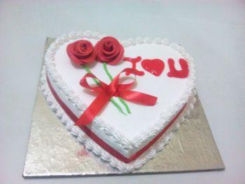 Heart Shape Anniversary cake