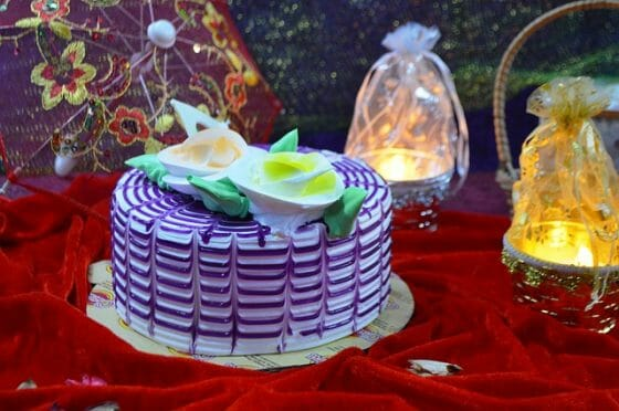 Popular Cakes to Order Online for Celebrating This Holi 2021